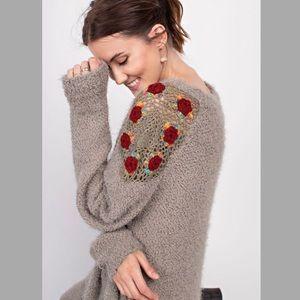 Sweaters - 🌟HP🌟Crochet Shoulder Sweater